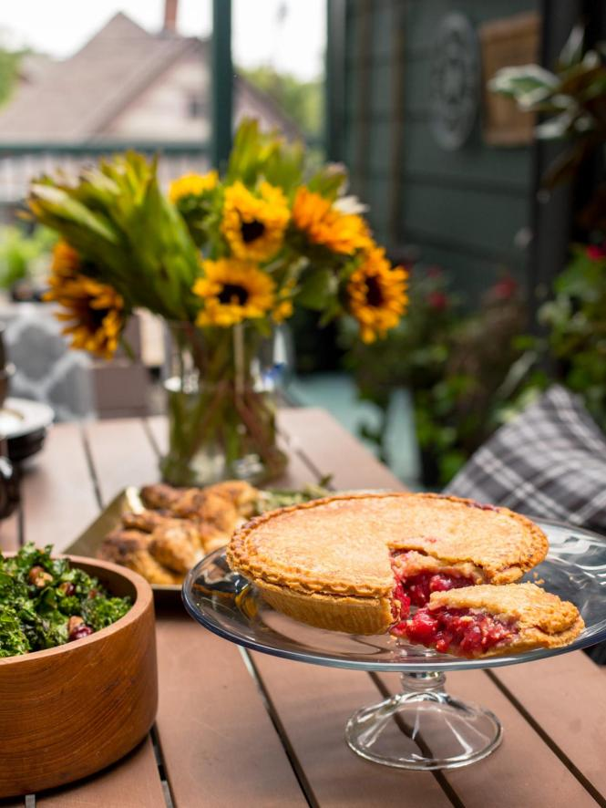 Original_BPF_Fall-House_Unexpected-Fall-Tablescape_Homemade-Pie.jpg.rend.hgtvcom.1280.1707